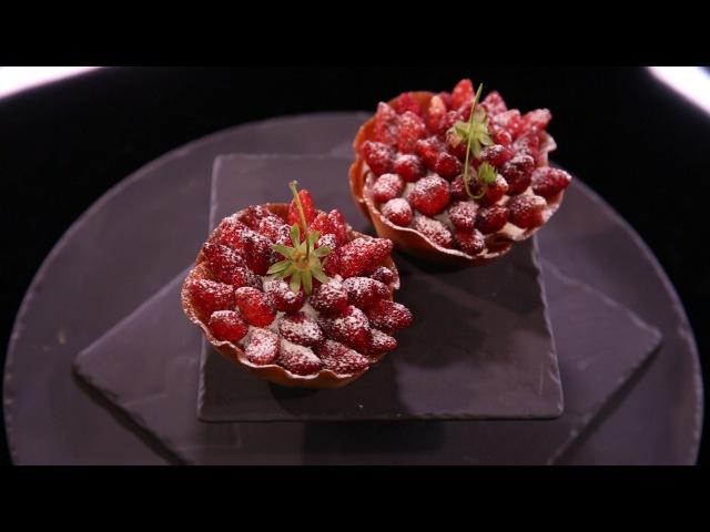 Tulipe aux fraises, chantilly à la réglisse, par Christophe Michalak