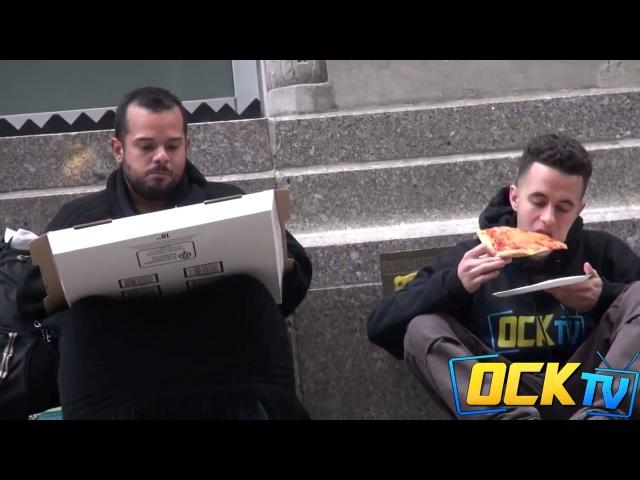 Поможет ли бездомный в пищи (Social Experiment)Русский перевод.