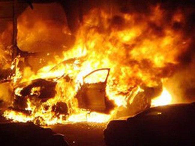 В Таганроге горел Nissan Maxima