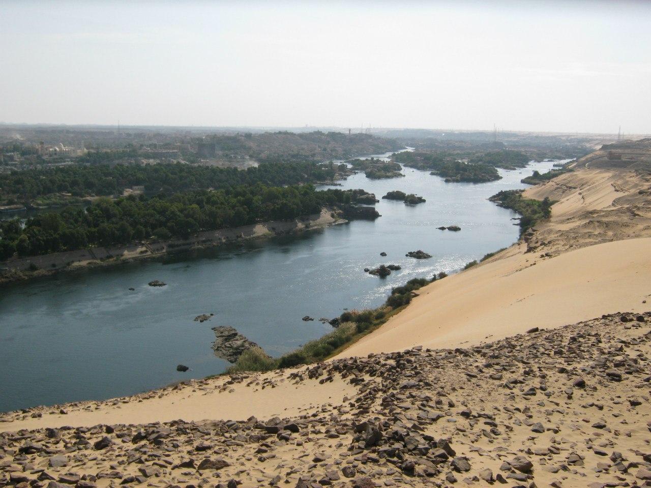 Река Нил на западном берегу Асуана