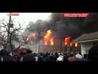 В Дагестанском городе Кизляр горит главная мечеть.