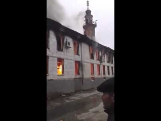 В Кизляре горит центральная мечеть