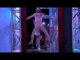 CRAZY NAKED GUY STREAKS AMERICAN NINJA WARRIOR COURSE