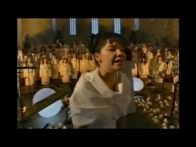 Björk - Anchor Song Live wThe Europe Choir
