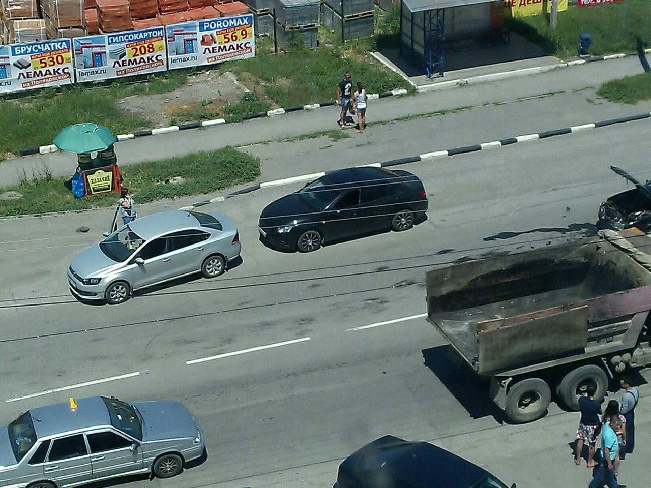 В Таганроге напротив Лемакса на Поляковском произошли сразу два ДТП