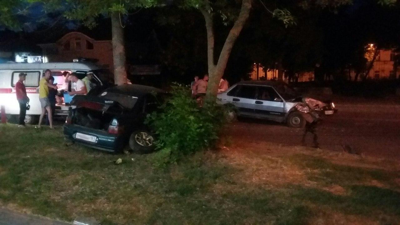 Вчера вечером в центре Таганрога «десятка» столкнулась с «девяткой»