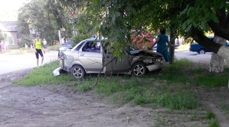 В Таганроге на Западном автоледи на «Волге» врезалась в «десятку»