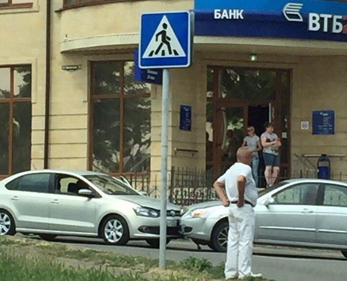 В Таганроге пожилой мужчина на Kia Spectra за сегодняшний день спровоцировал сразу два ДТП