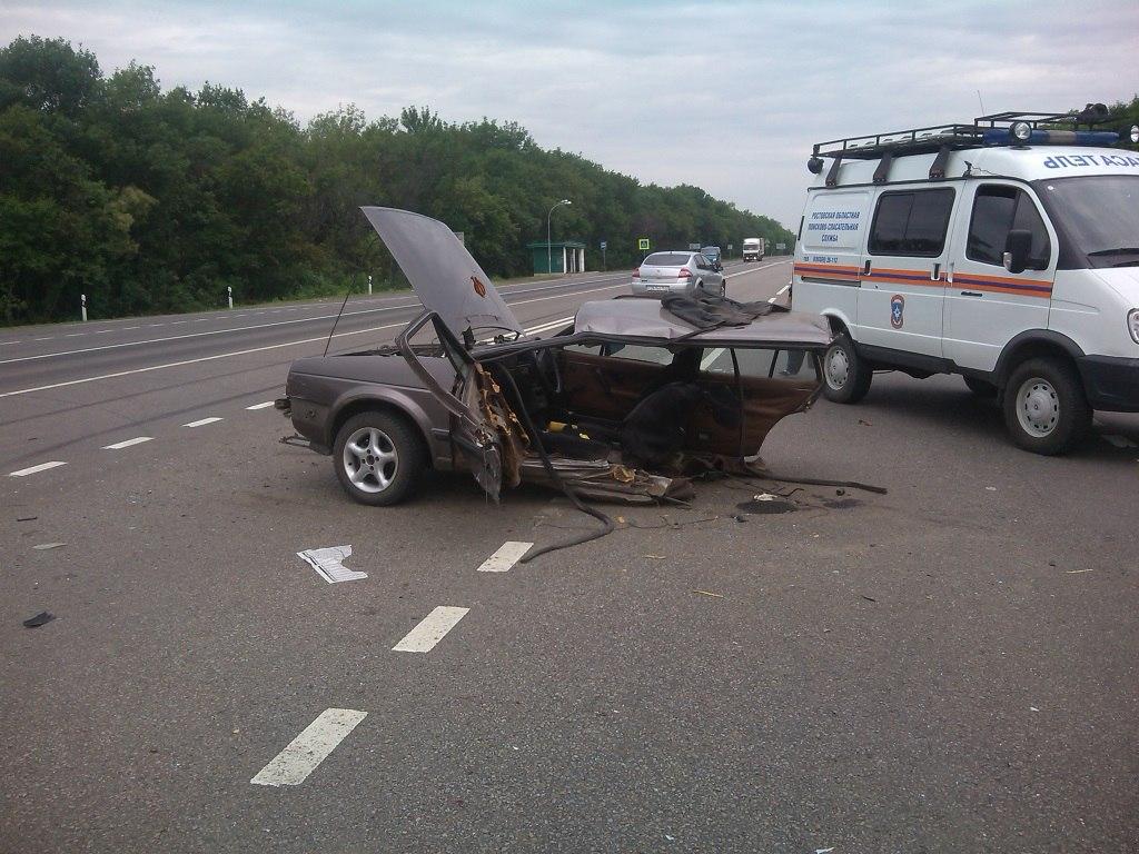 Спасатели Ростовской области ликвидировали последствия второго серьезного ДТП на донской трассе
