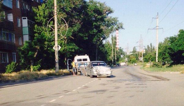 ДТП в Таганроге: на улице Пальмиро Тольятти Chevrolet Cruze протаранил «ВАЗ-2112»