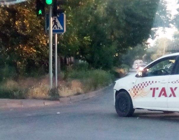 В Таганроге Volkswagen Polo такси «Престиж» попал в ДТП