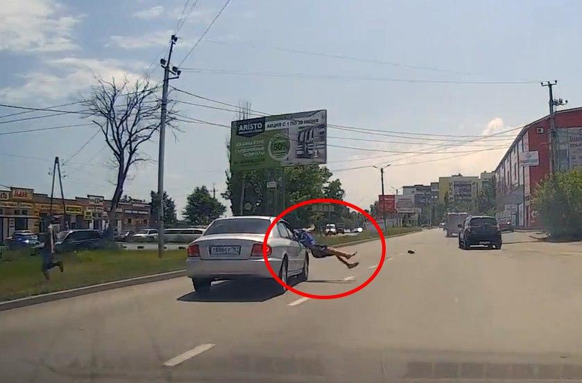 В Таганроге на Котлостроительной водитель Hyundai Sonata сбил пешехода. ВИДЕО