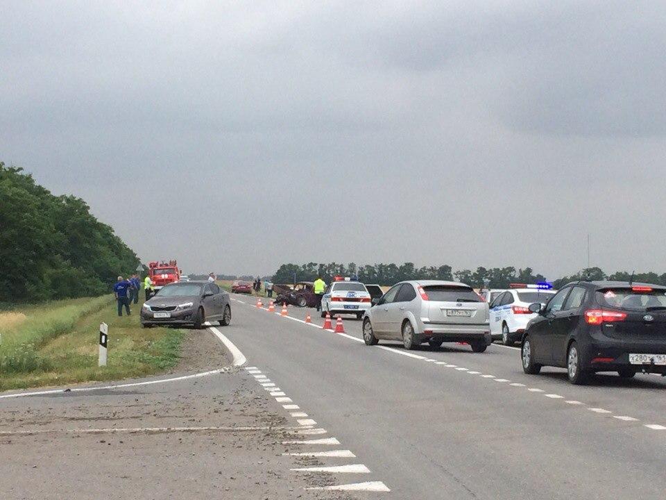 На Мариупольской трассе произошло серьезное ДТП, много пострадавших, есть погибший. ВИДЕО