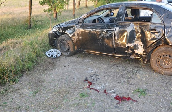 Недалеко от Таганрога опрокинулась Toyota Corolla, погиб 48-летний водитель