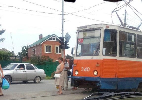 В Таганроге ДТП на Большом проспекте спровоцировало большую пробку