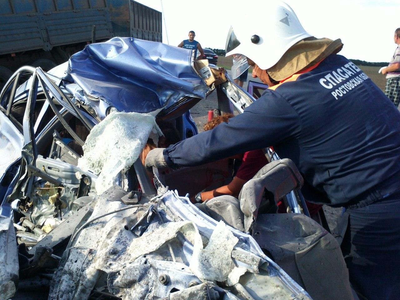 На трассе в Ростовской области Hyundai Accent врезался в «КамАЗ», погиб капитан полиции