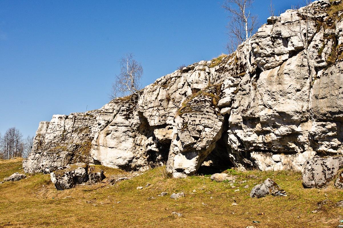 Скалы у входа в Кизеловскую пещеру