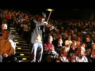 Шикарная игра на скрипке. David Garrett - He's A Pirate live at Tempodrom - YouTube.flv