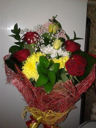 Девушки с цветами в руках: фото и картинки цветы в руках 53
