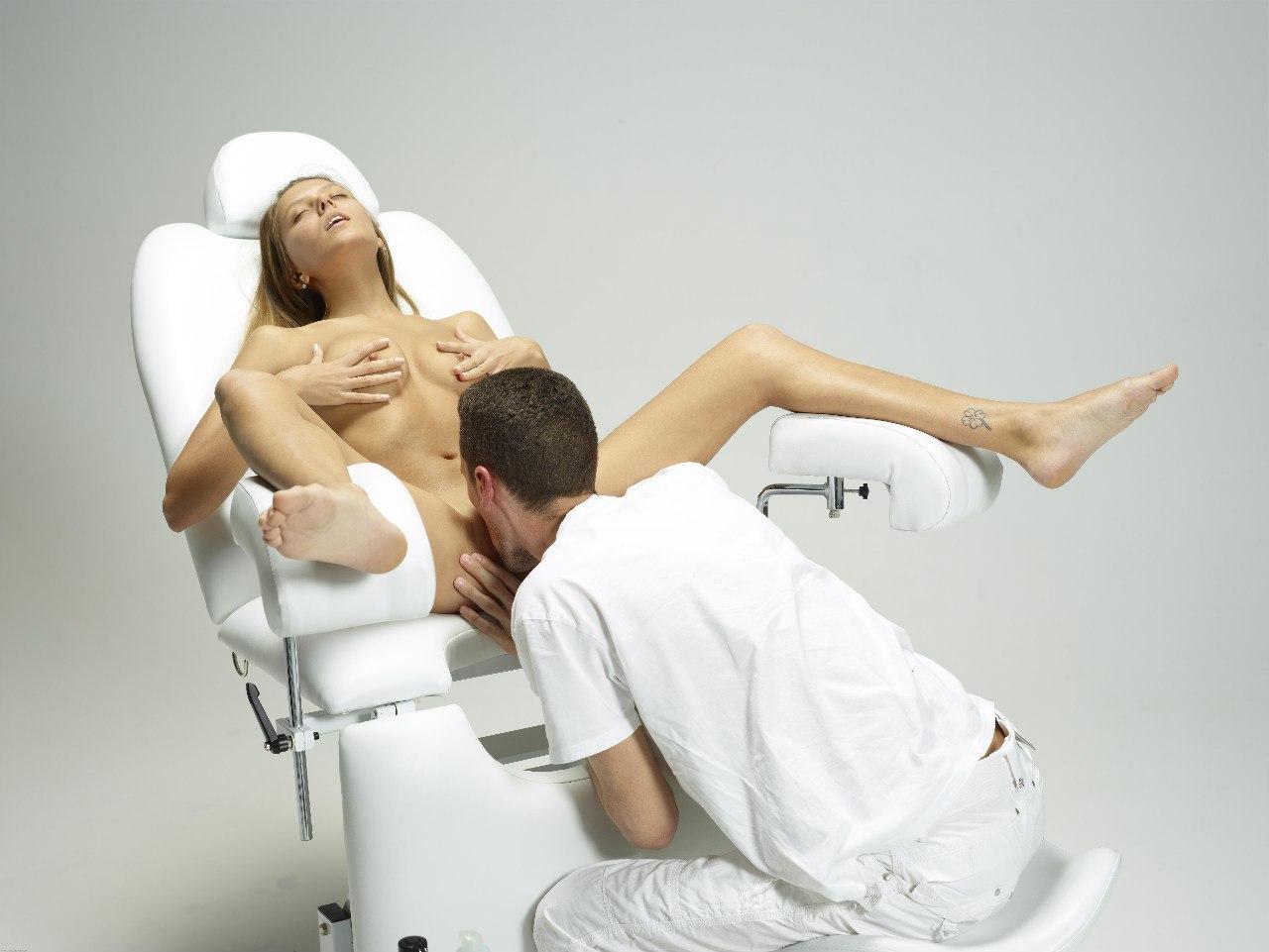 Кунилингус на гинекологическом стуле фото 426-459