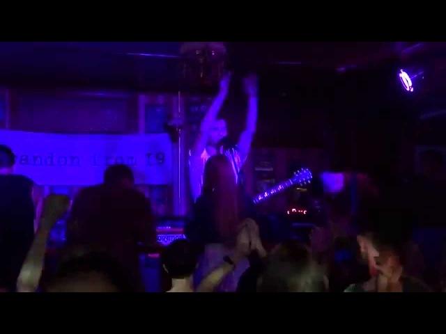 brandon from 19 – Вешать ноги вниз (live @ Royal Pub, Винница, 29.08.2015)