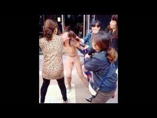 Китаянка с подругами раздела и избила любовницу мужа