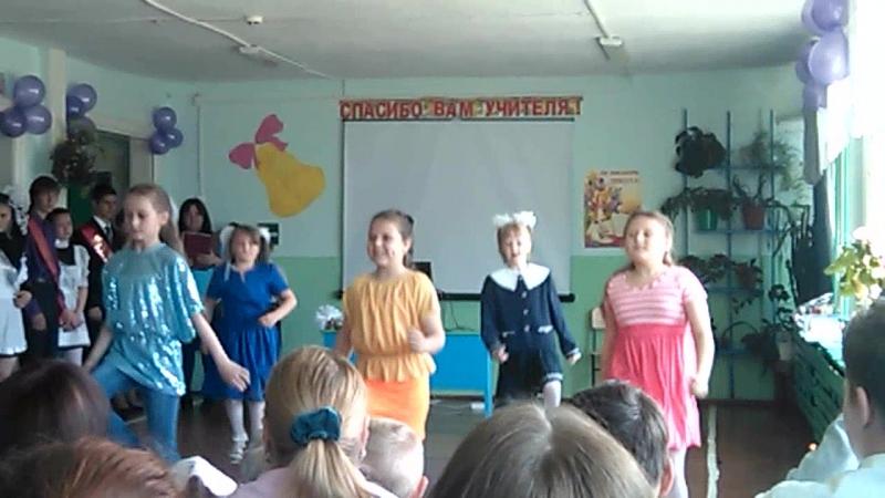 Танец учениц 1 и 3 класса на последнем звонке в школе п.Усть-Лэкчим 23.5.2015 г.