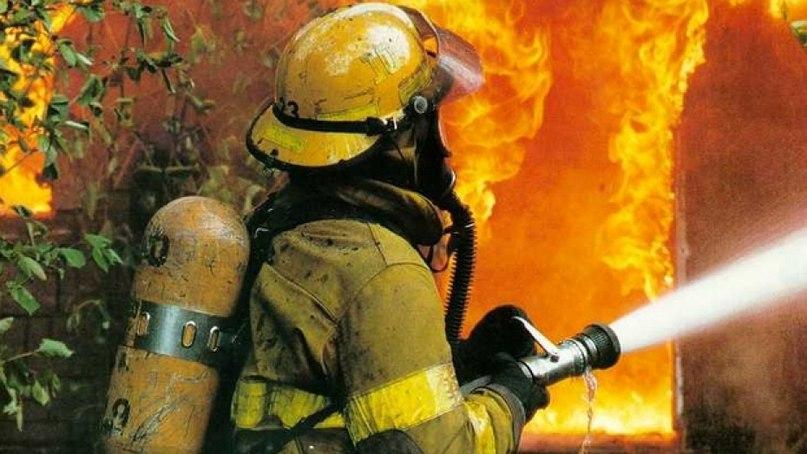 Сводка пожаров за прошедшие сутки: пожарными спасен фруктовый киоск в Якутске