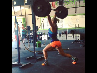 "Molly_Vollmer on Instagram: ""Split Jerk PR 250# 🎉🙌🏽 #JustTryingToGetALittleBenchPressInWhileIJerk #AlwaysOutInFront #MollSoHard #TeamPRGNX || @progenex…"""