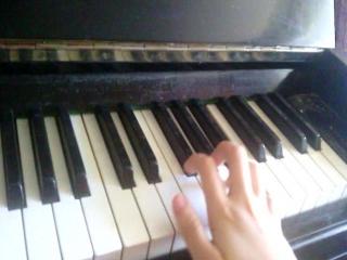 сыграла на пианино мелодию из фильма ,,Сумерки,,
