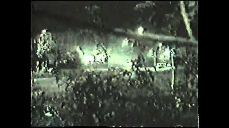 Расстрел безоружной толпы у белого дома(октябрь 1993).flv