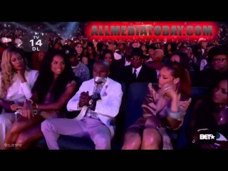 Rihanna duct taped Floyd Mayweather's mouth shut at the BET awards