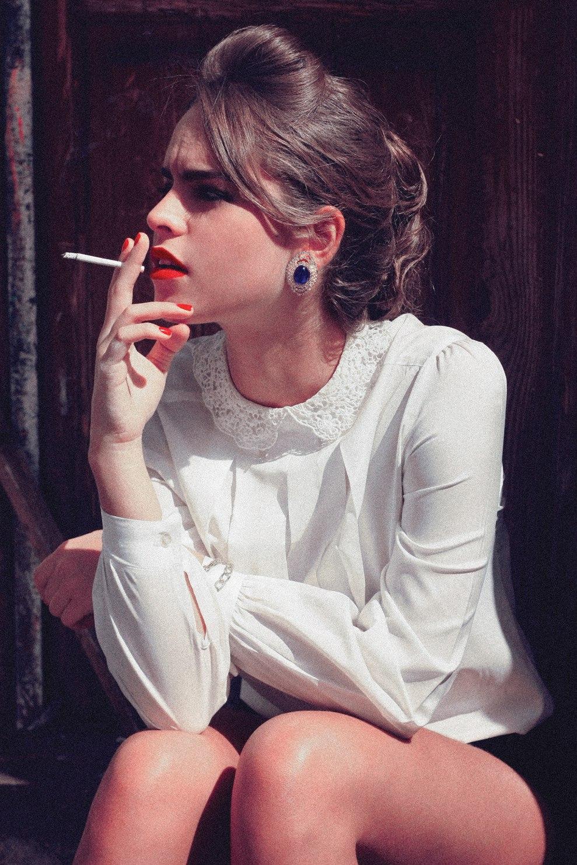 Фото на аву для девушек с сигаретой