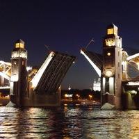 Ночная экскурсия под мостами с Петром 1