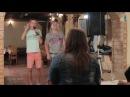 Вот так надо петь в караоке Парни исполнили для девушек необыкновенную