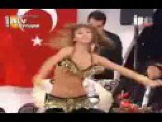 Didem kinali performing on Nebtidi Mnain El Hikaya