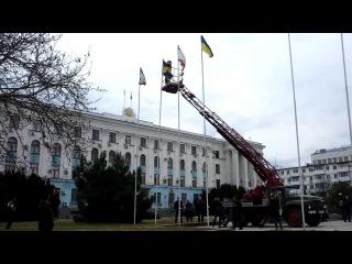 Сбрасывание флага Украины, пл.Ленина, Симферополь, Крым, 02.03.2014