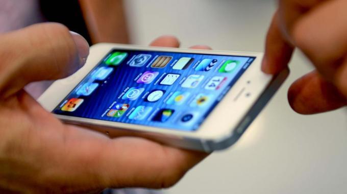 21-летний парень чтобы отобрать iPhone 5 ударил 16-летнего подростка по голове