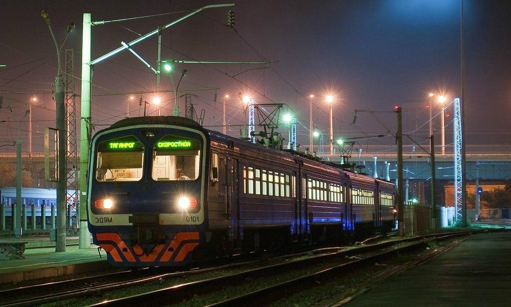Под Таганрогом молодая женщина погибла под колесами электрички Таганрог - Ростов