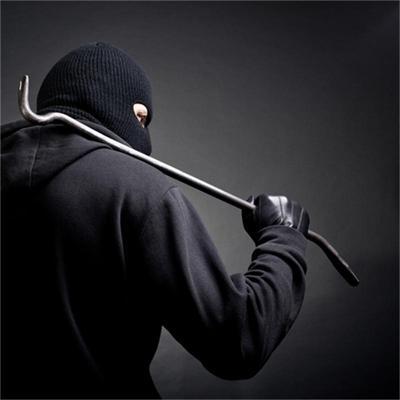 В Таганроге грабитель избил прохожего ломом и забрал барсетку, в которой было 100 тыс. рублей