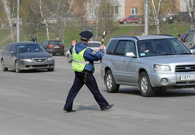 В Таганроге инспекторы ДПС задержали молодого человека, находящегося в розыске