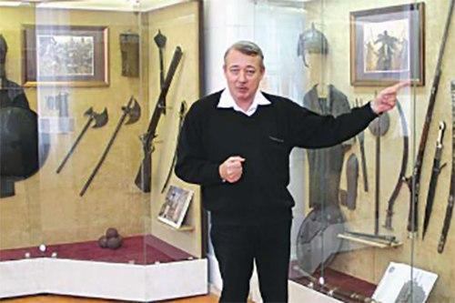 В Таганроге во Дворце Алфераки открылась уникальная выставка оружия