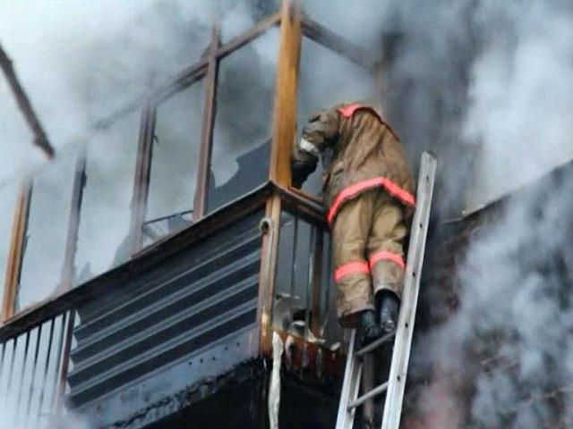 В Таганроге еще в одной пятиэтажке произошел пожар, пострадал один человек