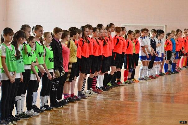 Луганские девушки выиграли футбольный турнир