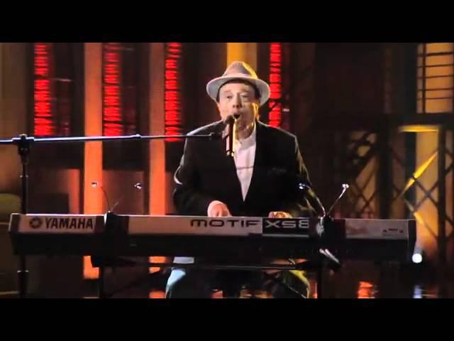 Sergio Mendes performs Mas Que Nada w Michael Bearden The Ese Vatos