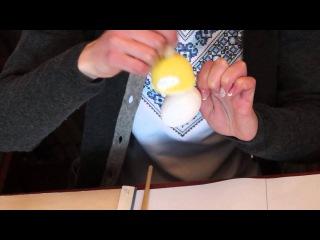 У приміщенні міської бібліотеки №1 відбувся майстер-клас «Декупаж пасхального яйця»