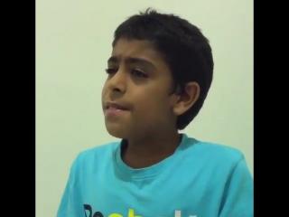 Мальчик чудесно читает Коран.