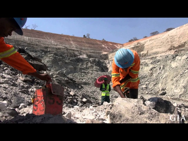 Emerald mining in Zambia by GIA