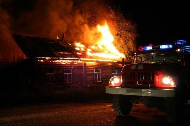 Под Таганрогом прошлой ночью полностью сгорел дом