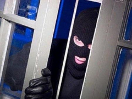 Под Таганрогом сотрудники угрозыска задержали домушника-рецидивиста